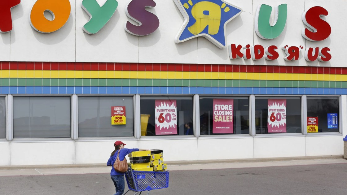 After Closing Its Doors Toys R Us Might Be Making A