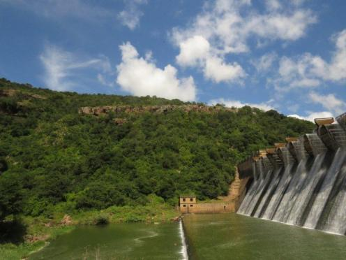 Shongweni Dam Wall with powerful overflow.