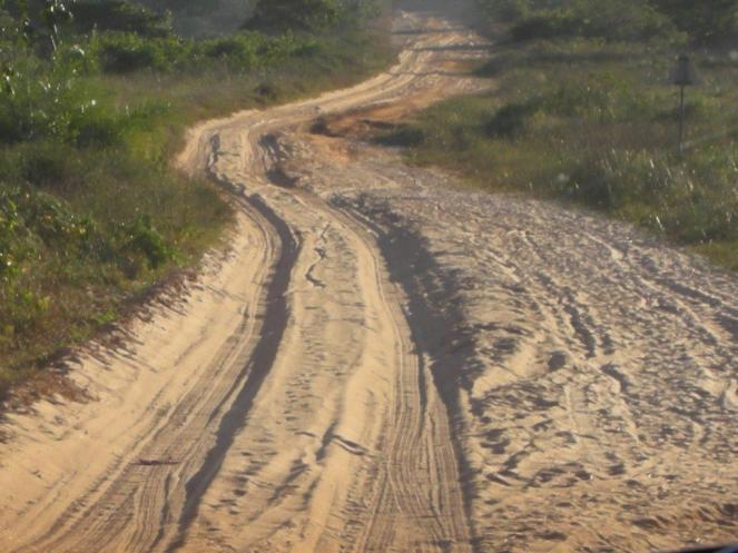Sand track to Caju