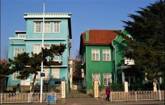 Cut seaside residential area.