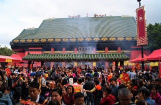 Leaving the busy Che Kung Temple.