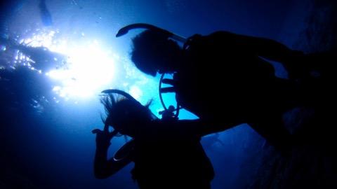 神秘の青の洞窟ダイビング