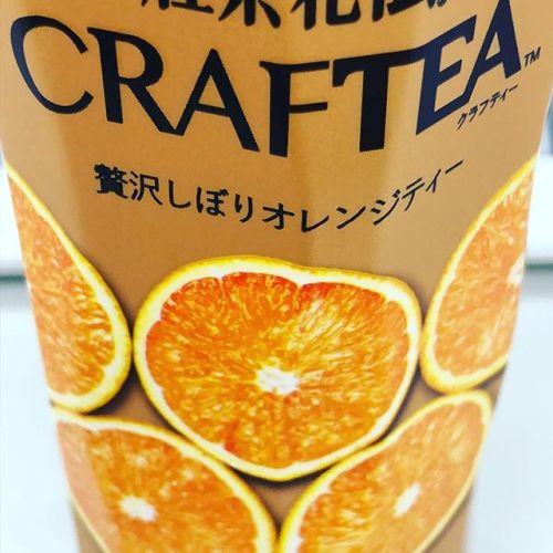【Instagram】期待したほどの味じゃなかった(´・ω・`)オレンジの味がしっかりしていて、甘さ控えめ。いろいろと飲みやすいと思う。はちみつらしい甘さではあるんだけど...紅茶の味をもう少し感じたかったな。とちょっと贅沢に思いました。#ほっといひと息 #仕事の休憩中に