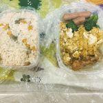お昼はお弁当。最近は30分位で作ってます。今日の炒り玉子はチーズ入り!わかりにくいけど、メカジキの切り身のカレーソテーもはいってます。