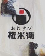 個々のおむすび個人的にすきです。今日の朝ごはん〜(*´﹃`*)