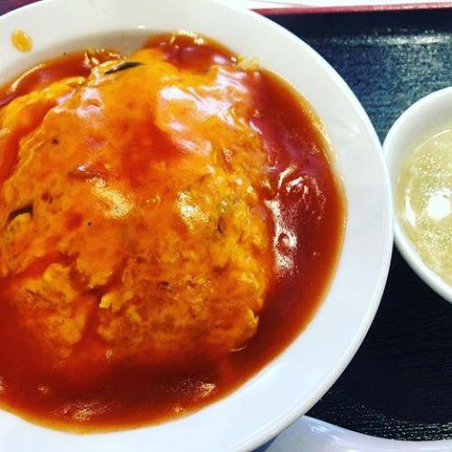 今日のお昼は天津飯でした。甘酸っぱいあんでした。