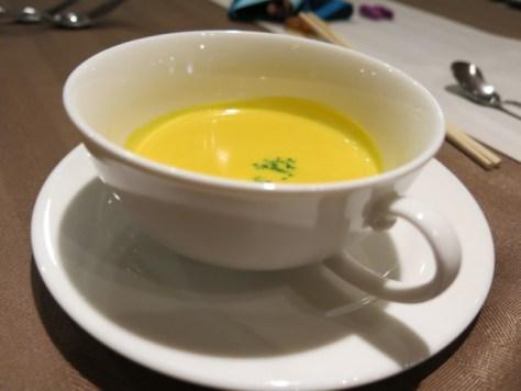子供用メニューのみ、スープが付きます。