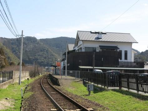 ローカル線の情緒溢れる松丸駅
