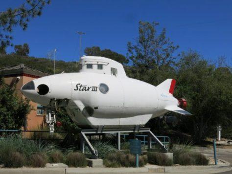 バーチ水族館の入り口に展示されている潜水調査艇