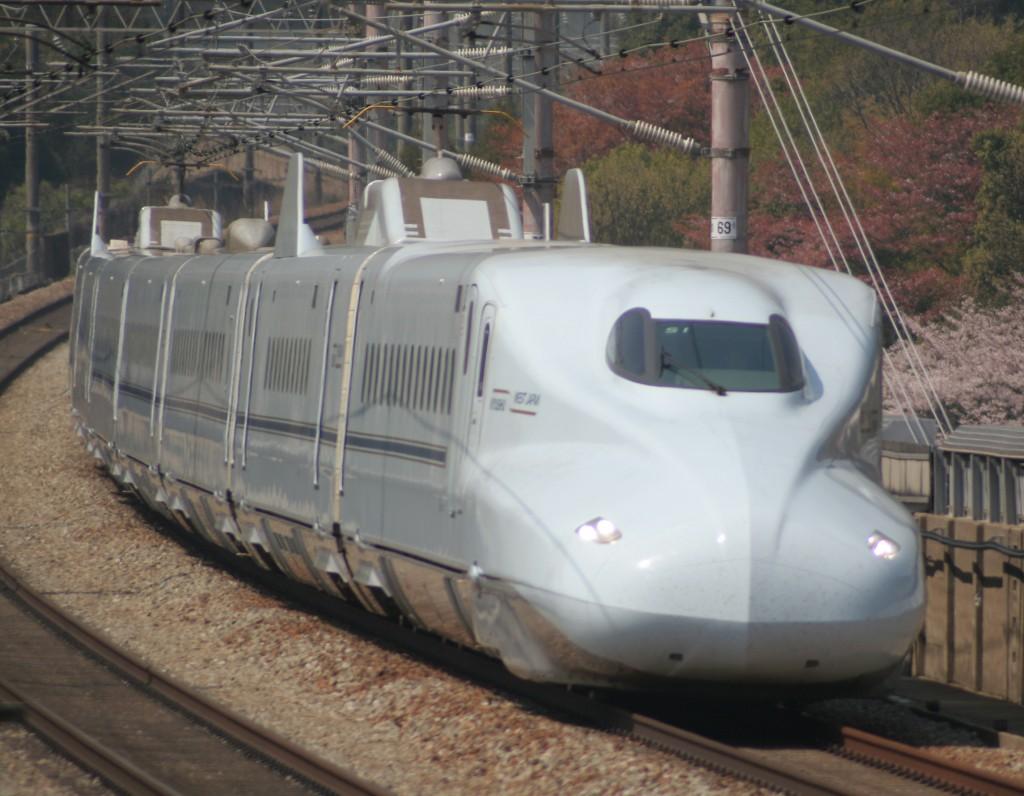Kyushu Shinkansen Sakura and Mizuho give you direct trainsfer to Shin-Osaka from Kyusyu.