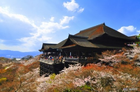 Kiyomizu-dera temple is one of most popular temple in Kyoto Higashiyama area. (C) Sue Ann Simon / JNTO