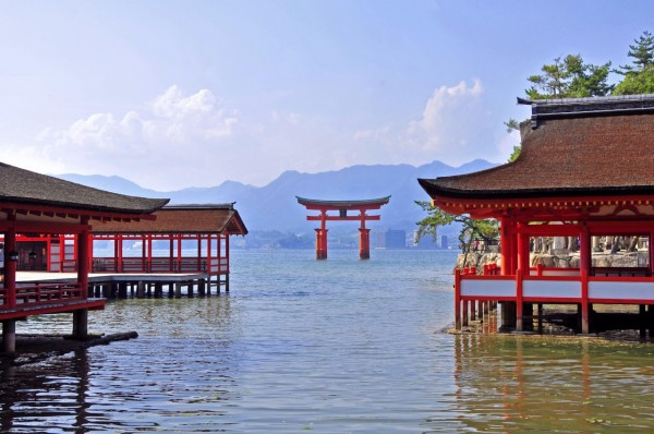 One of well known places in Japan, World Heritage Site, Miyajima Itsukushima shrine.  ©Hiroshima Prefecture / ©JNTO