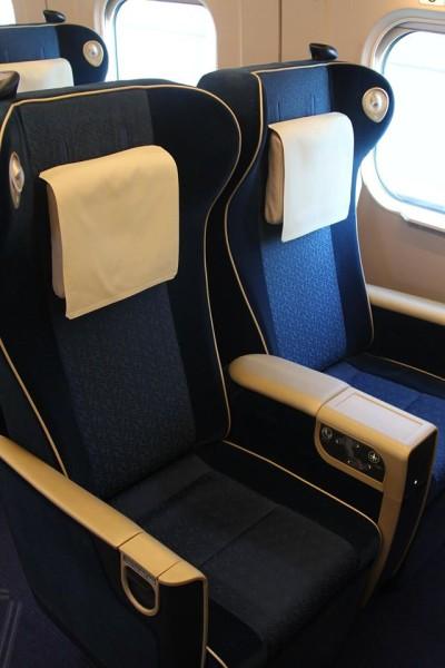 Green class seat (C) Jonathan Ayre