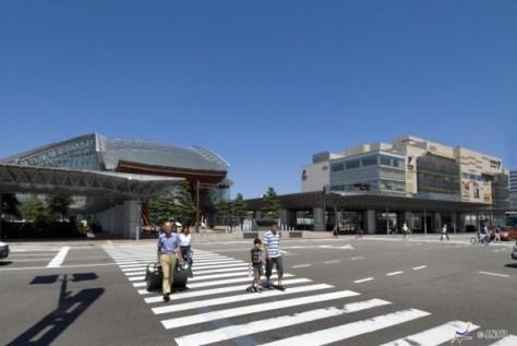 Kanazawa station was renovated before Hokuriku Shinkansen opened.