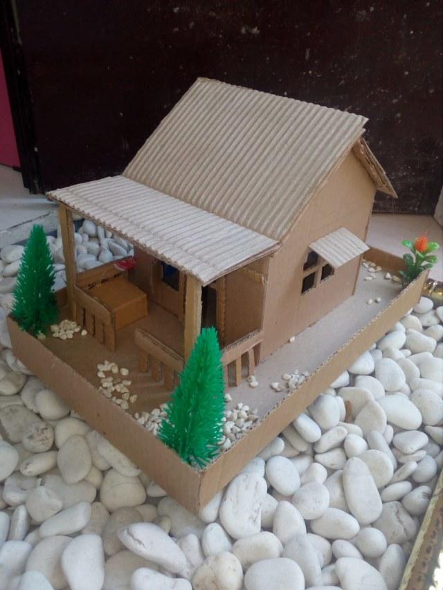 Bahan Membuat Miniatur : bahan, membuat, miniatur, Siswi, Kelas, Kardus, Bekas,