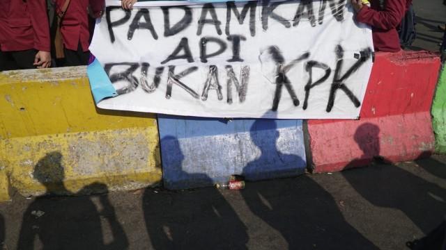 Mahasiswa Demo Istana Cukup Hatiku Wae Seng Ambyar Kpk Ojo
