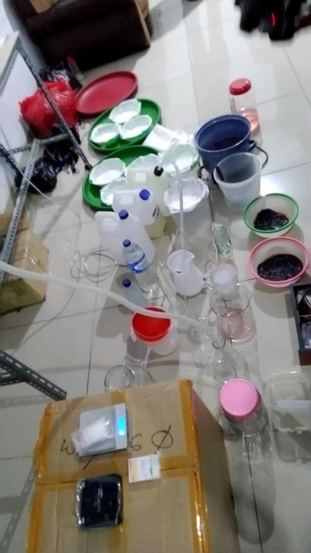 Cara Membuat Sabu Sabu : membuat, Selidiki, Bahan, Pabrik, Rumahan, Pembuat, Jakut, Kumparan.com