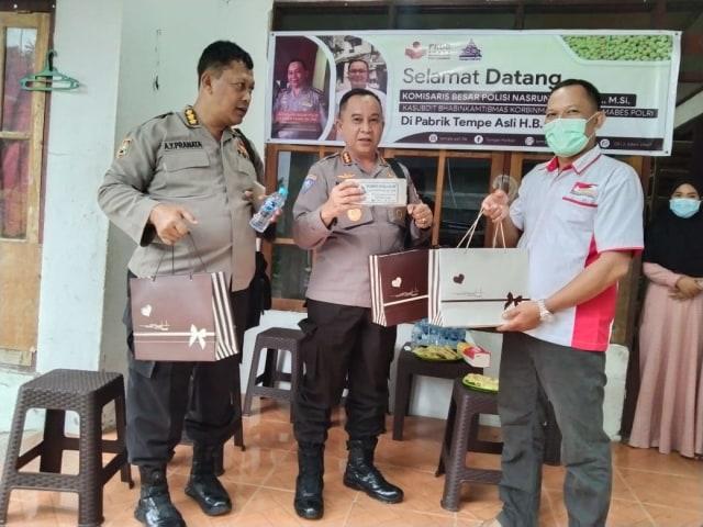 Kunjungi Titik Usaha FKDB Di Ambon, Perwakilan Baharkam Apresiasi Tim FKDB (1)