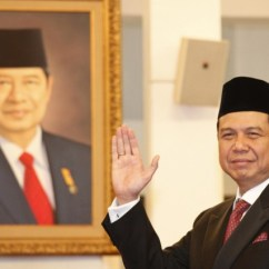 Chairul Tanjung Narrow Dining Room Chairs Sehebat Apa Menurut Anda Kumparan Com Saat Pelantikannya Sebagai Menko Foto Subekti Tempo