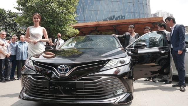 all new camry 2017 indonesia harga perbedaan veloz dan grand pakai platform tnga hybrid tembus rp 806 6 juta 2019 foto iqbal firdaus kumparan