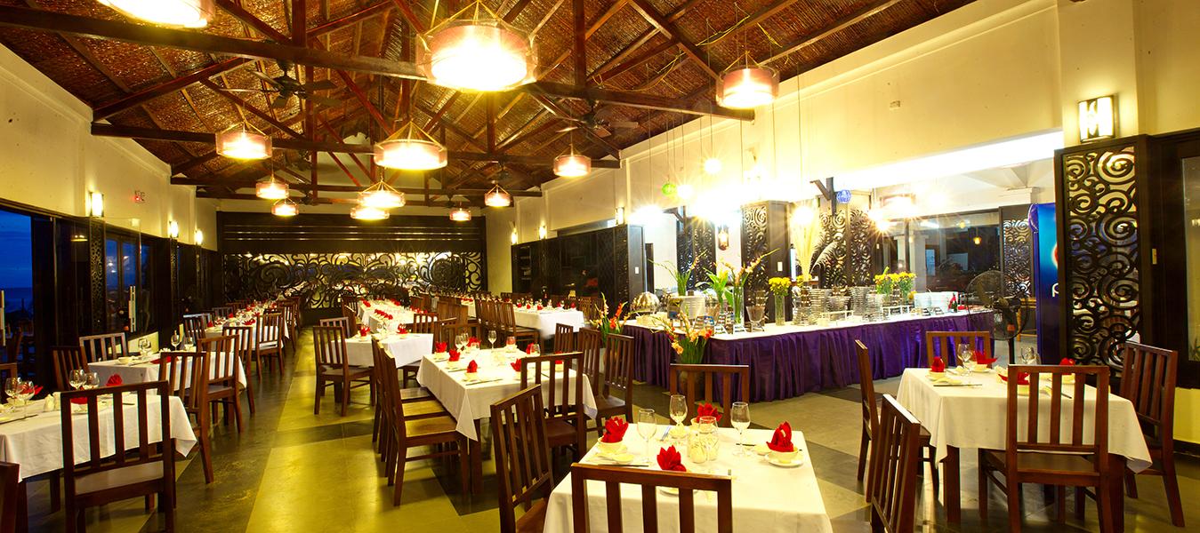 blue-bay-mui-ne-resort-spa-Sunrise-Restaurant-dinner-buffet