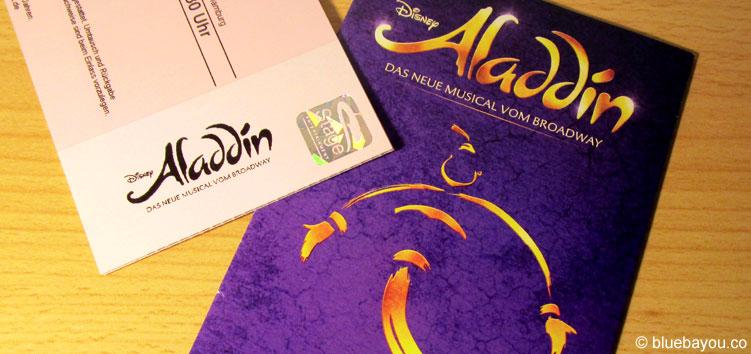 Flyer und Eintrittskarte zur Aladdin Vorpremiere in Hamburg.