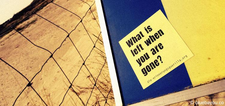 What is left when you are gone? Post-It der Erinnerungsguerilla am Banjaardstrand.