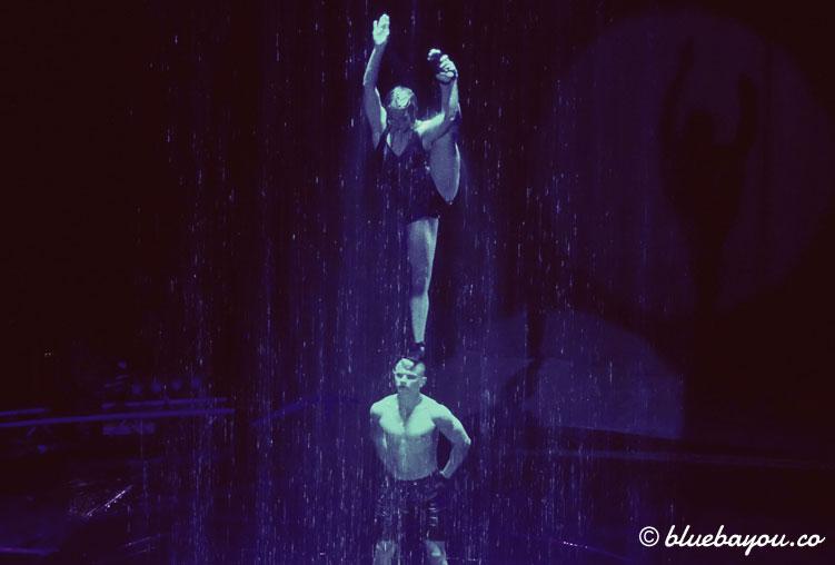 Best of Flic Flac Tour 2017: Jenny und Daniil zeigen Balanceacts trotz nasser Haut.