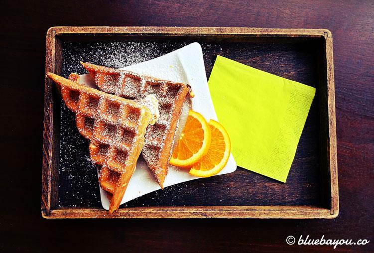 Waffeln mit Orange: Dieses leckere Frühstück gab es für mich im ersten Reisehalbjahr 2018.
