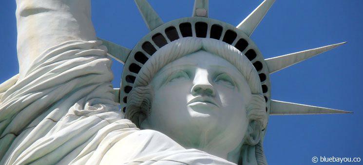 Die Freiheitsstatue vor dem New York, New York Hotel in Las Vegas am Independence Day.