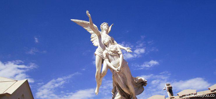 Skulptur auf dem Cementiri de l'Est in Barcelona, Spanien.