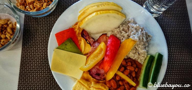 Frühstück gibt es bei mir maximal im Hotel, sonst esse ich zwischen 12 und 20 Uhr und faste die restlichen 16 Stunden.