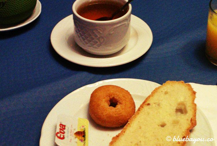 Frühstück im Hotel in Toñanes.