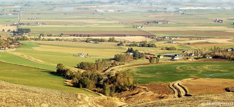 Fernblick von einem Aussichtspunkt entlang der Interstate in Idaho.