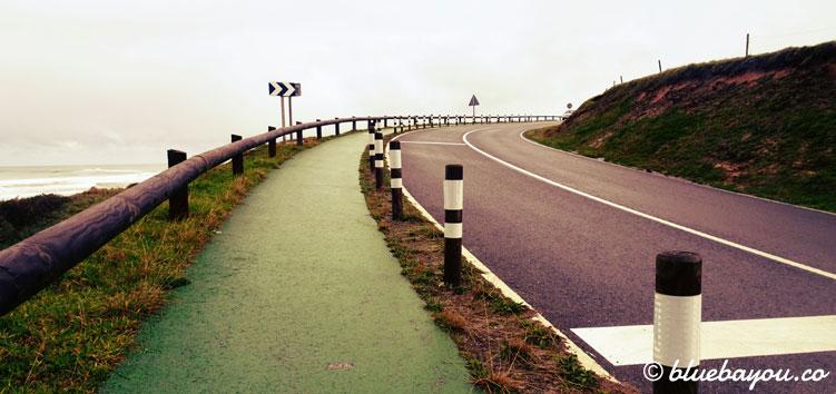 Der Jakobsweg in Spanien zwischen San Vicente de la Barquera und Toñanes.