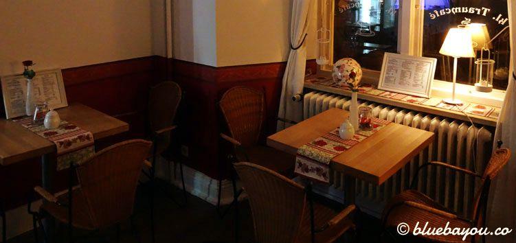 Das Kleine Traumcafé am Rathausplatz in Schleswig von innen.