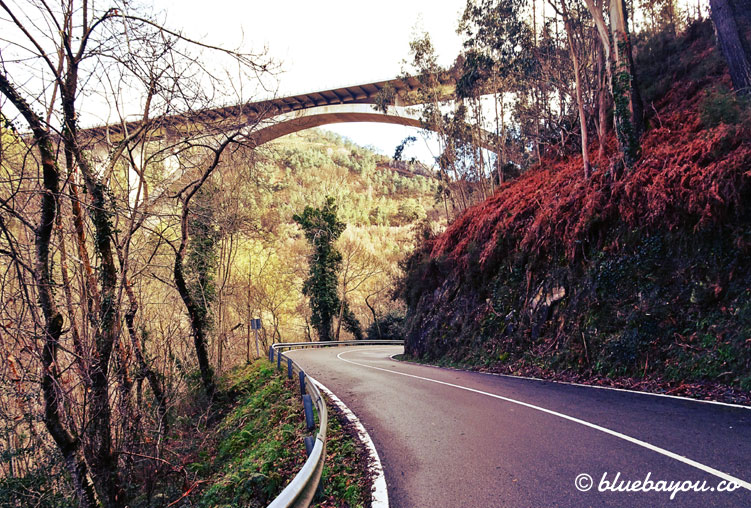 Pilgern entlang der Landstraße: der Camino del Norte in Spanien.