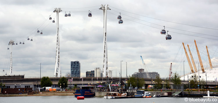 Die Emirates Air Line in London und die o2 Arena.