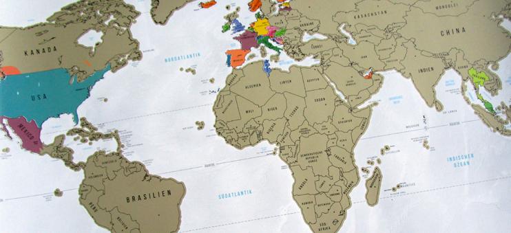 Die Rubbel-Weltkarte von Goods & Gadgets: Wer zu fest rubbelt, verliert leider auch Länderfarben (siehe USA).