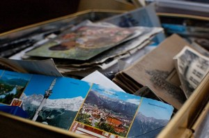 How to compare moving companies - box with photos