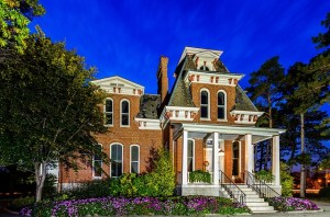 a historic mansion, like the ones you will see after moving with North Plainfield movers