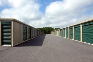 Lined up storage units that our Cherry Hills movers offer