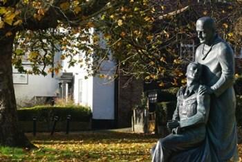 McIndoe Memorial Statue, High Street, East Grinstead