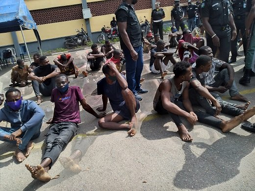 https://bluebloodz.com/index.php/2020/08/19/42-robbery-suspects-arrested-in-lagos-[photos]/(opens in a new tab)