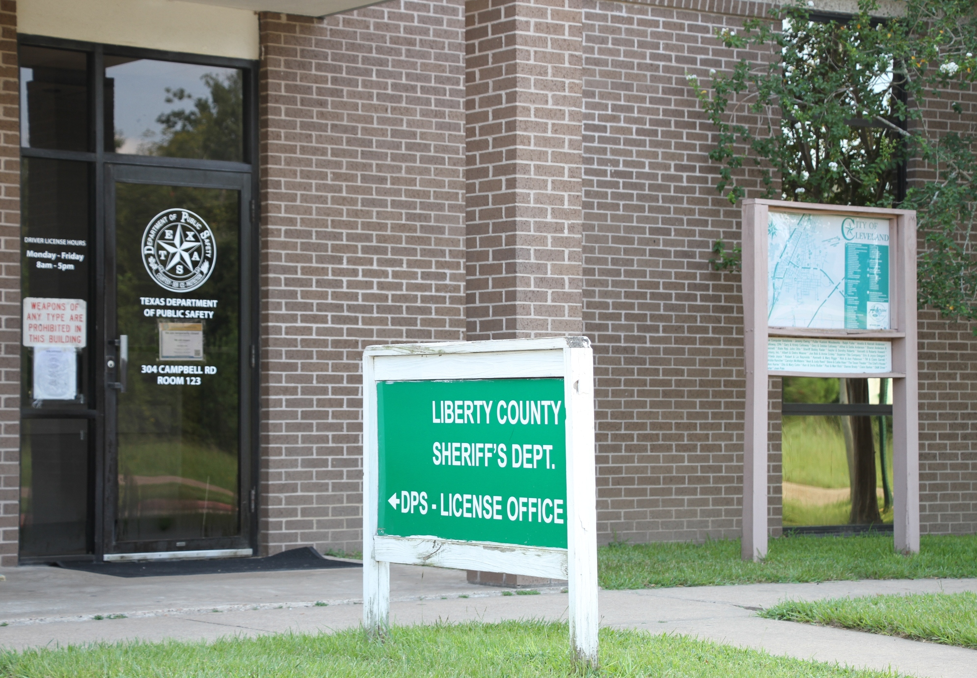 liberty texas drivers license office hours