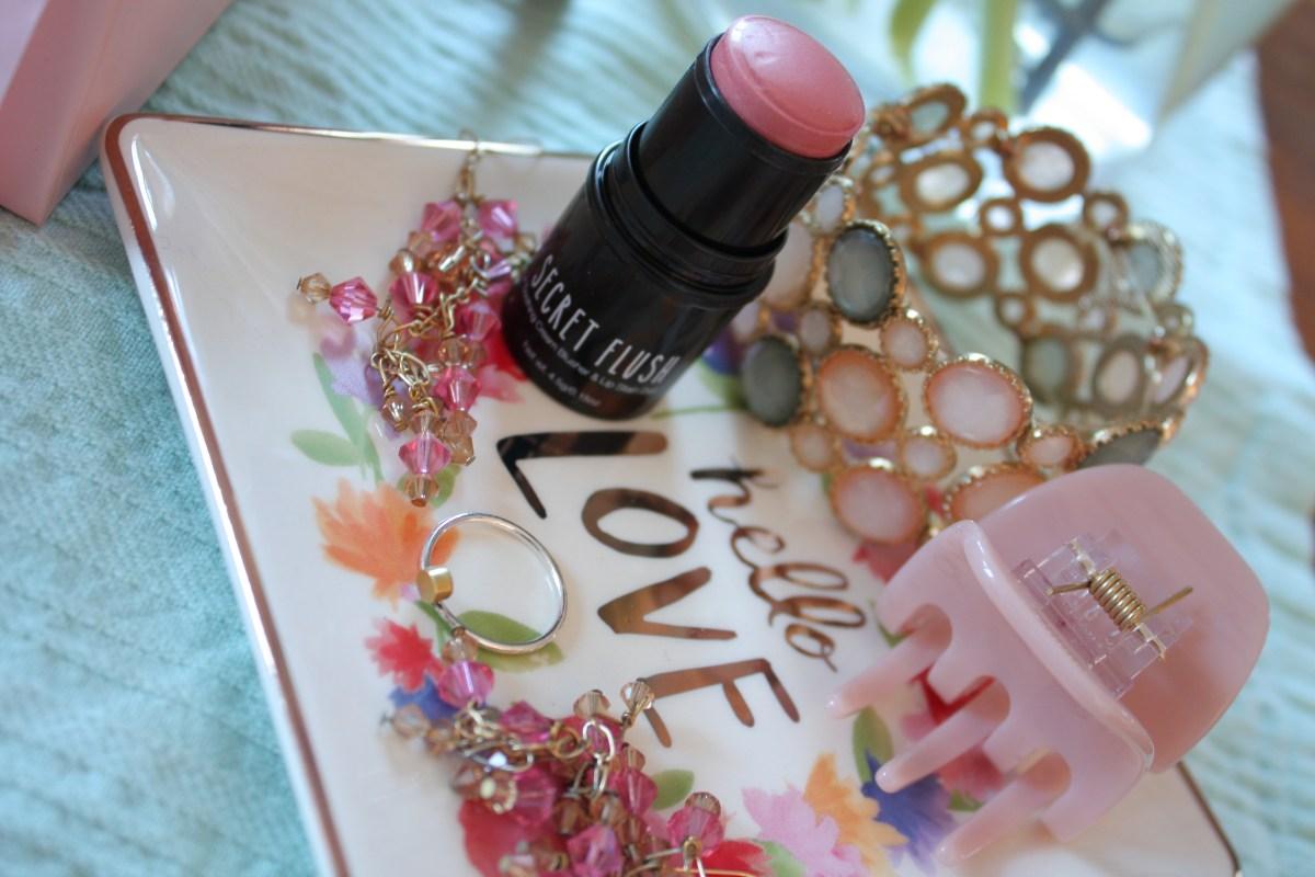 Secret Flush Universal Beauty Cosmetics Glossybox january beauty box review