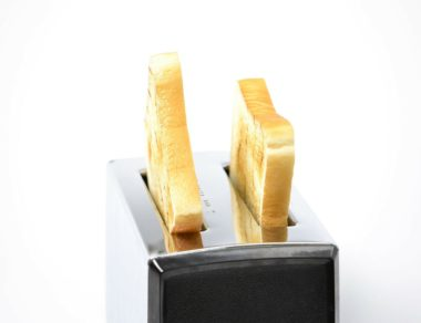 Toaster That Evenly Toasts the Bread