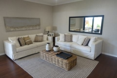 Easy Ways to Make a Small Lounge Look Larger