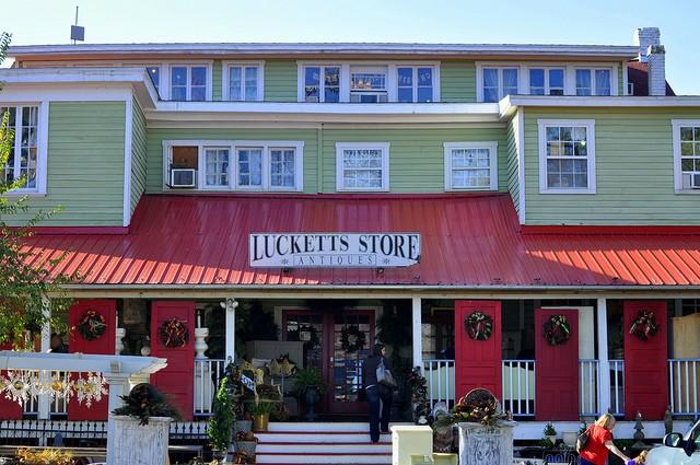 LuckettsStorePearlsandProseBlog