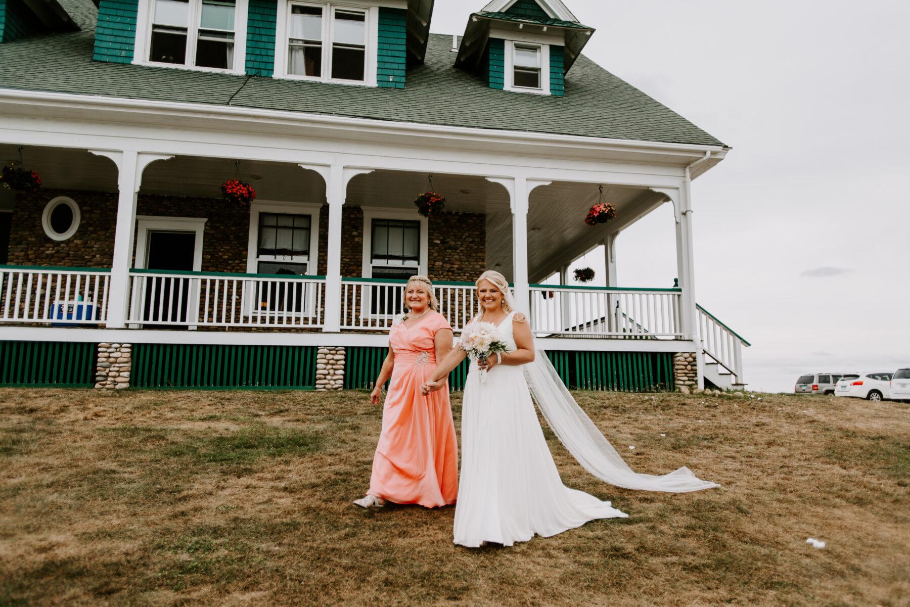 Sullivan House Block Island Wedding Amy and Nick Blueflash Photography 7